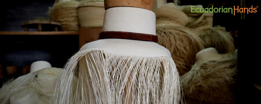 Sombrero de Panama tejiendose