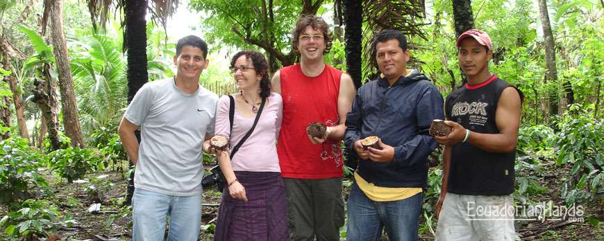 Carole and Benoit decided to know the origin of the tagua beads and travel to Ecuador