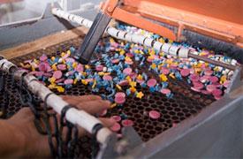 Ecuadorianhands-Tagua-manufacture-Quality-Control-2-Color-Selection.jpg