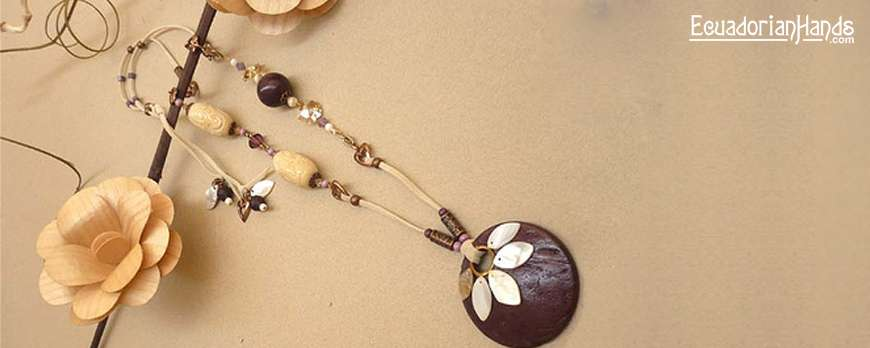 Set of Tagua and Coconut. Sara Maruri Accessories Designs